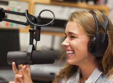 Vrouwelijke radio-dj