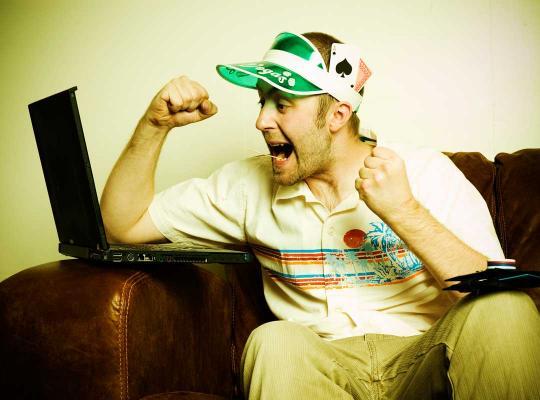Man in zetel gokt online